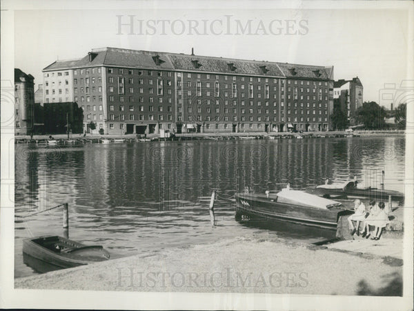 1939 Press Photo Apt. Bldg. on River Bank near industrial section of Helsinki - Historic Images