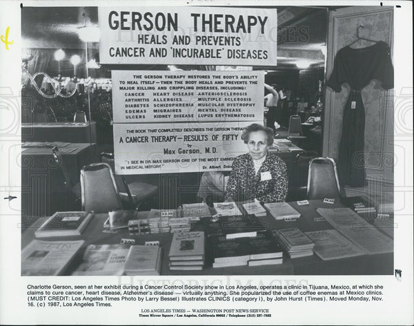 1988 Press Photo Charlotte Gerson Cancer Control Society Show, La, California - Historic Images