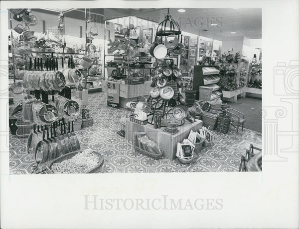 Press Photo Interior Cookware Section Store - Historic Images