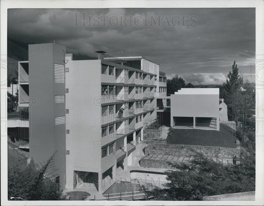 1954 Press Photo Ultra-Modern Apartment Building in Caracas Venezuela
