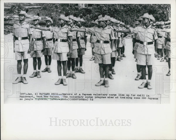 1962 Press Photo Papuan Voluntary Corps, Manokwari, West New Guinea - Historic Images