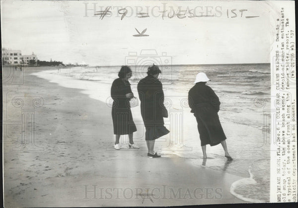 1937 Press Photo Cold Weather Miami Beach Scene Ocean Front Winter Florida - Historic Images