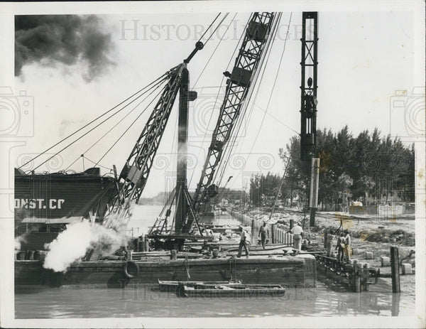 Press Photo Pile Driver Construction Work - Historic Images