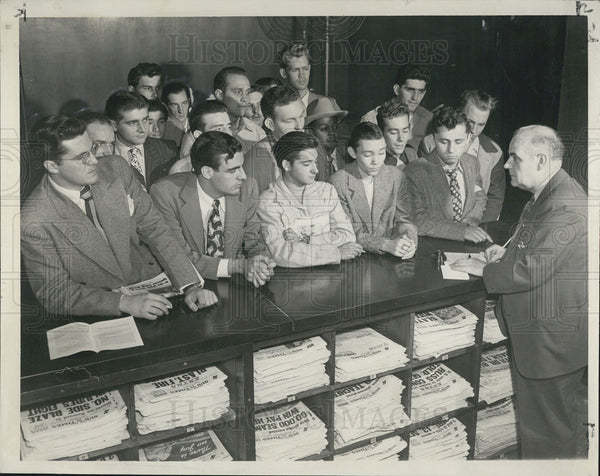 1948 Press Photo U.S. Military Draft Registration Crowd Chicago Sun-Times - Historic Images