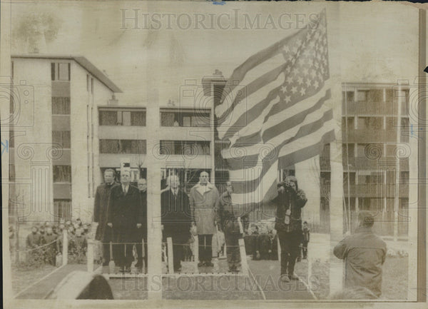1968 Press Photo American Flag Raised Winter Olympics Grenoble France - Historic Images