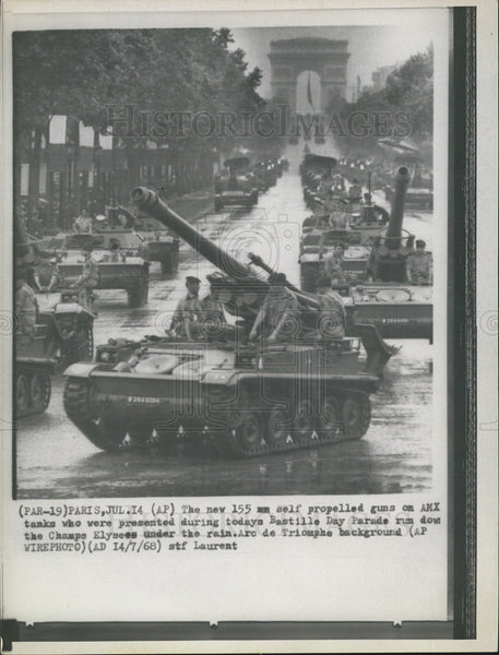 1968 Press Photo 155 Self Propelled guns On AMX Tanks Presented At Bastille Day - Historic Images