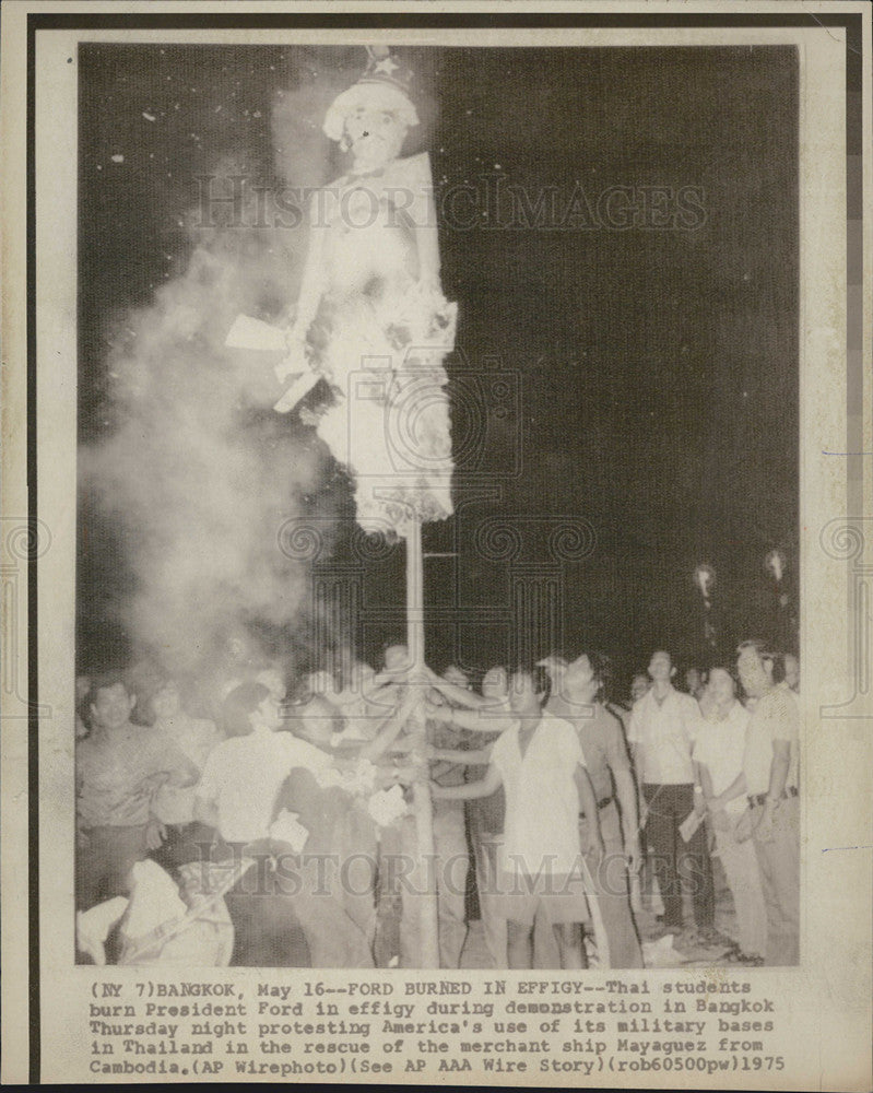 1975 Press Photo Pres Ford Effigy Burned by Thai Students as Protest for US  Base