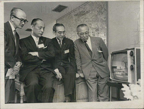 1952 Press Photo Japanese department store executives U.S. Space flight - Historic Images