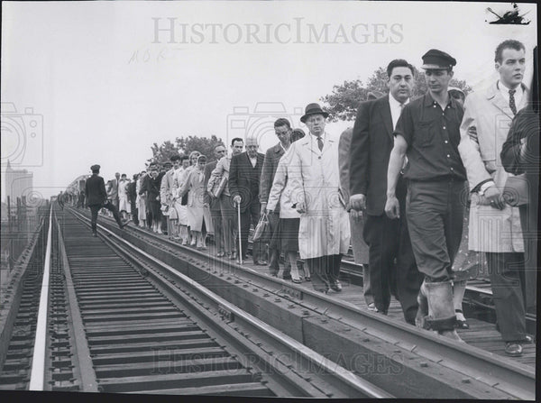 1959 Press Photo passengers after Crash Logan Square - Historic Images