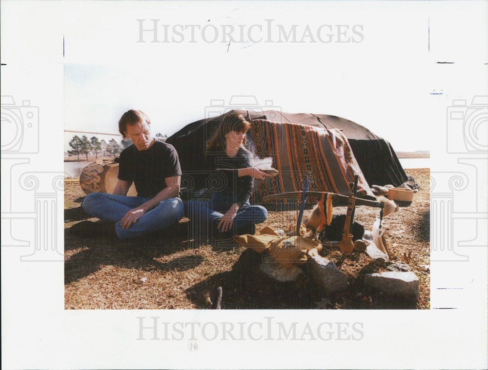 1994 Press Photo Darrek Hallbick And Jenny Hayes Burn Sage in Purifying Ceremony - Historic Images
