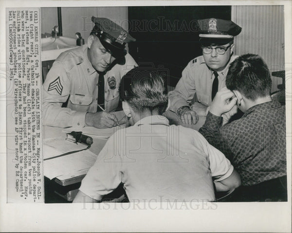 1963 Press Photo Msgr. Joseph V. Sullivan, Sgt. Peter Nenno,  law enforcement. - Historic Images