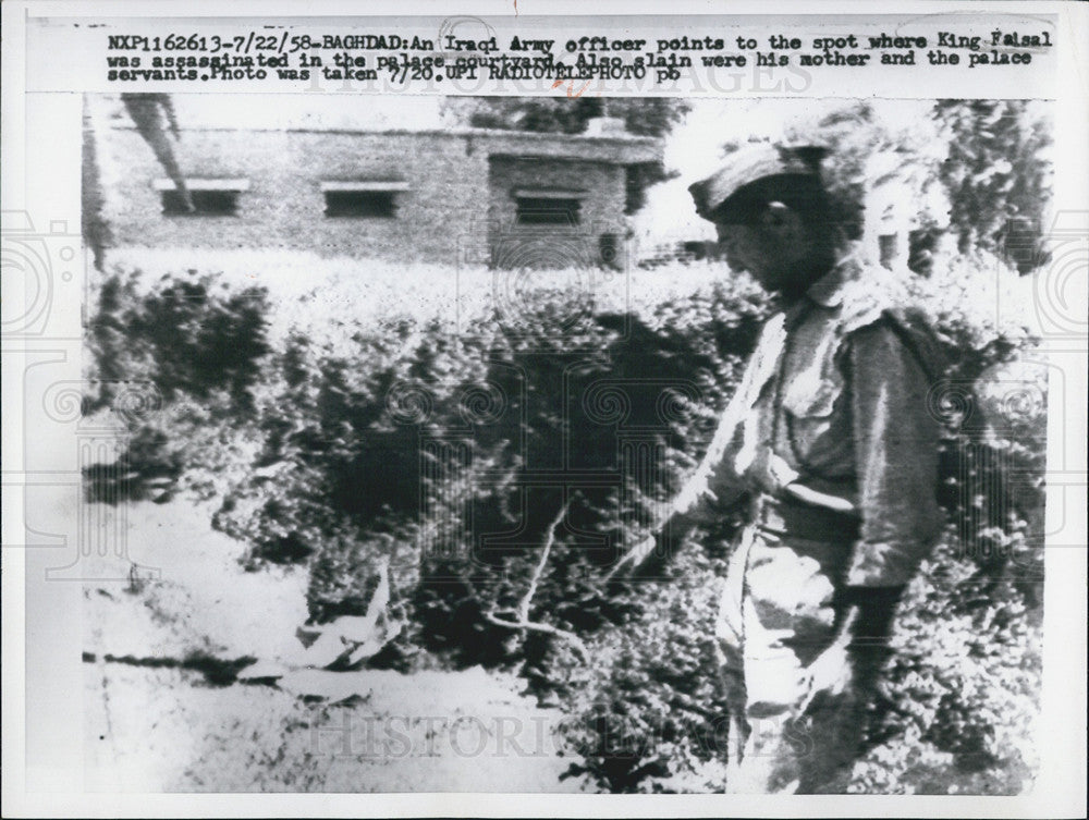 1958 Press Photo Iraqi Army Officer Points Where King Falsal Was Assassinated - Historic Images