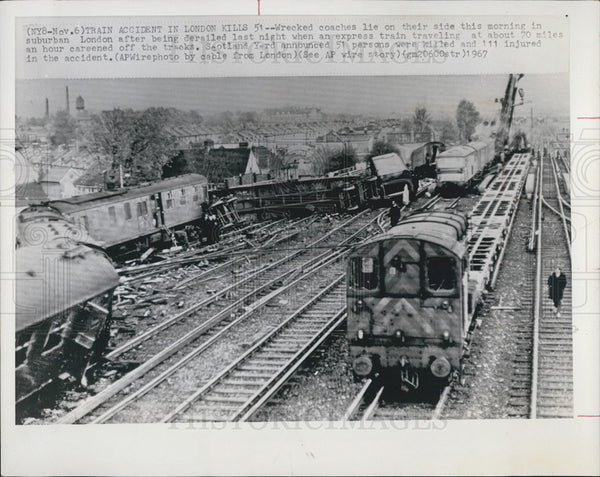 1967 Press Photo Train Accident In London Kills 51 - Historic Images