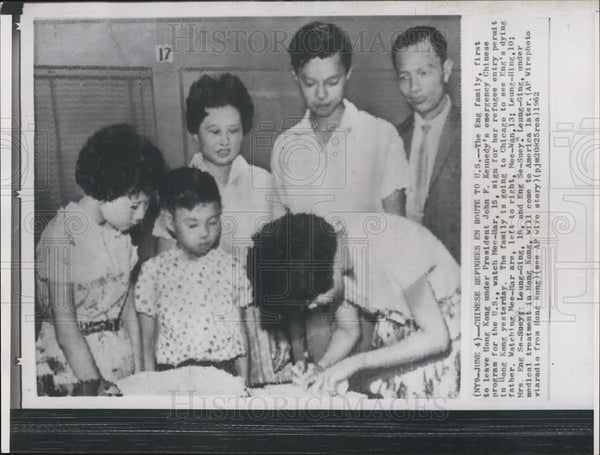 1962 Press Photo Eng Family Comes to United States Emergency Chinese Program - Historic Images