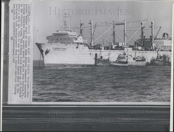 1969 Press Photo Soviet mother ship communist countries fishing trawlers - Historic Images