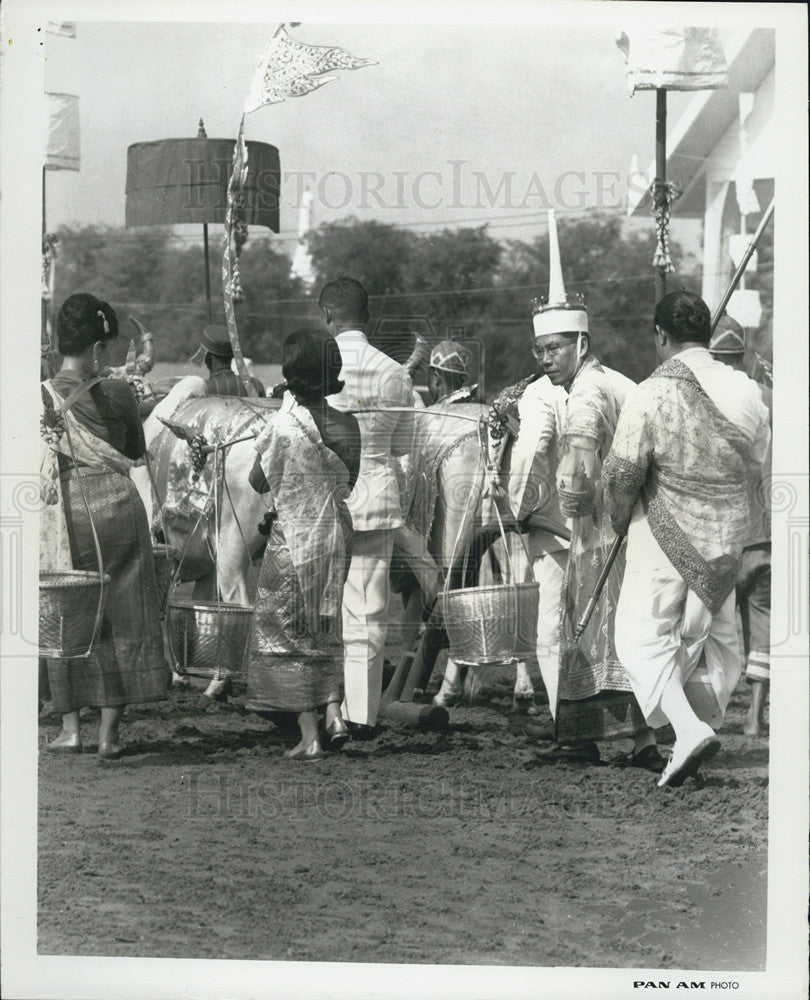 1964 Press Photo Buddhists in Bangkok. - Historic Images