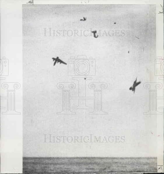 1964 Press Photo 2 Air Force planes fall toward the Atlantic after colliding, - Historic Images