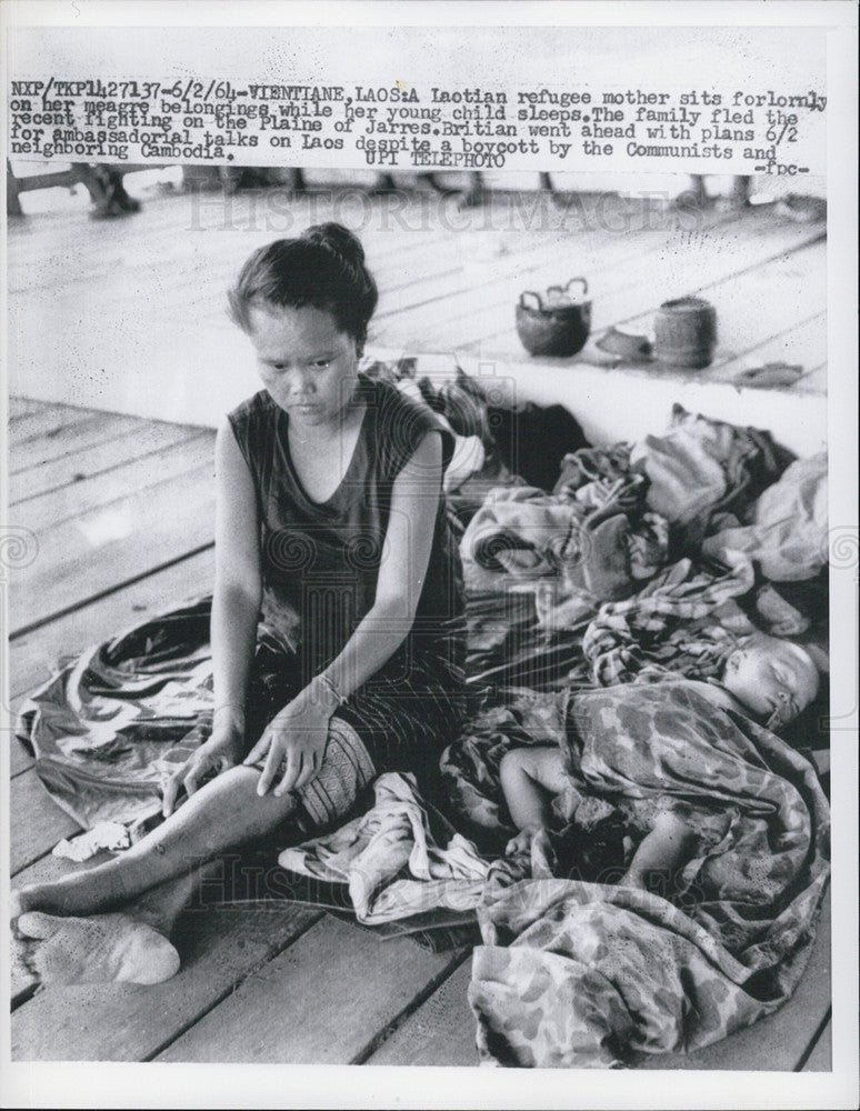 1964 Press Photo Laotian Refugee Mother From Plaine of Jarres - Historic Images