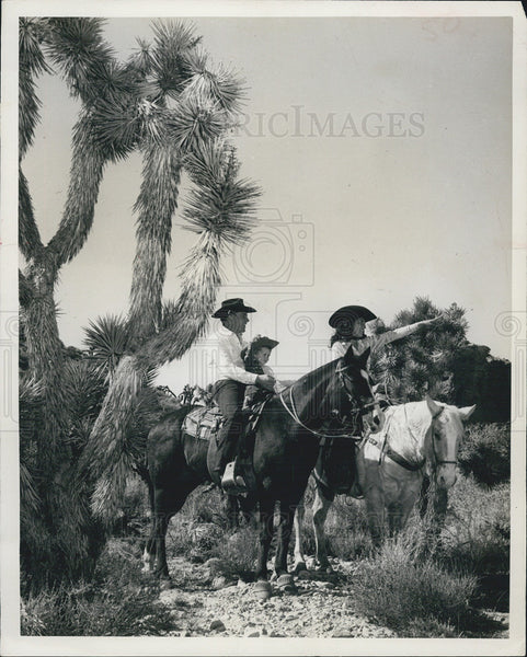 Press Photo Horseback riding in Las Vegas, Nevada - Historic Images