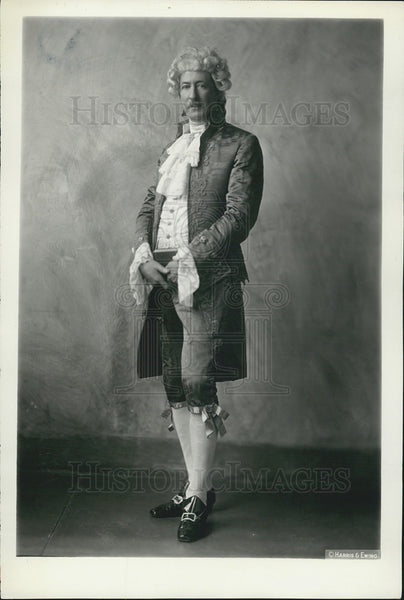 Press Photo Descendant Of John Adams Wearing Authentic Colonial Clothes - Historic Images