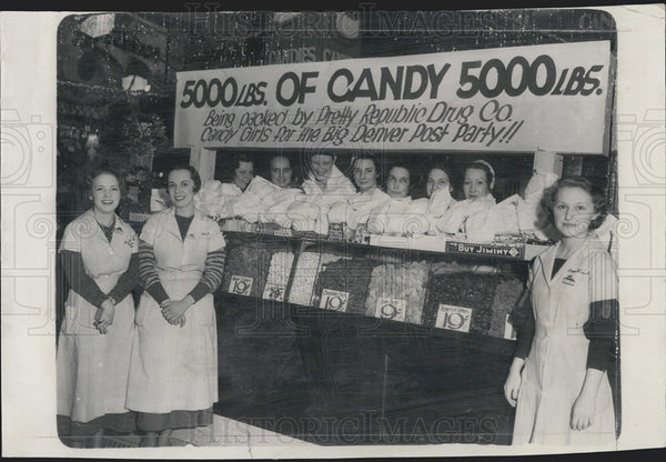 1934 Press Photo Republic Drug Company Gives Away 5,000 Pounds of Candy - Historic Images