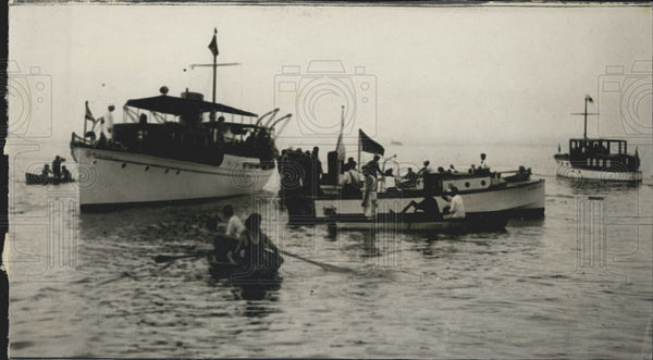 1927 Press Photo Being rescued off a boat - Historic Images