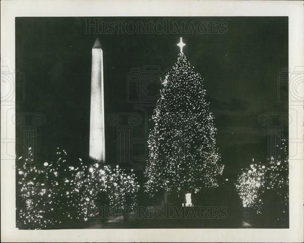 Press Photo Washington D.C. Monument At Christmas Time - Historic Images