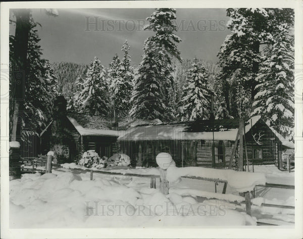 Press Photo A Snow-Covered Ranch In The Montana Mountains, Wilderness Area - Historic Images