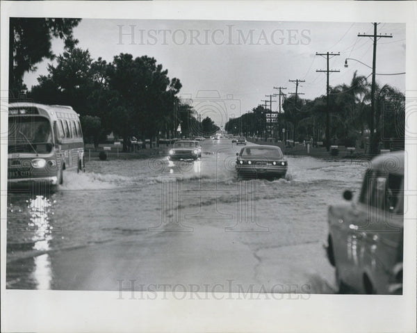 1965 Press Photo Flooded streets of St. Petersburg, Florida - Historic Images