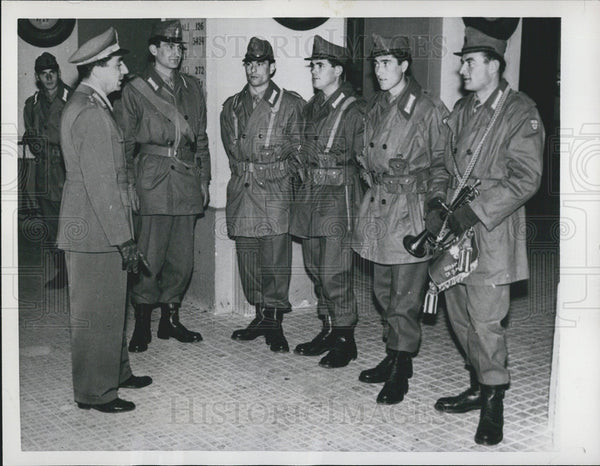1957 Press Photo Italian Servicemen Model U.S.-Style Uniforms - Historic Images