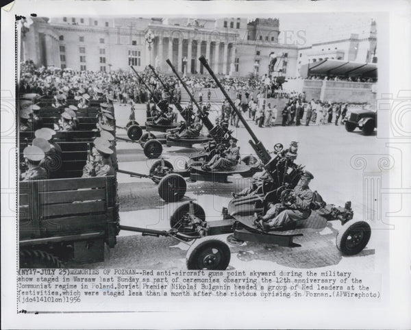 1956 Press Photo Anti-Aircraft Guns Staged Military Show Warsaw Ceremonies - Historic Images