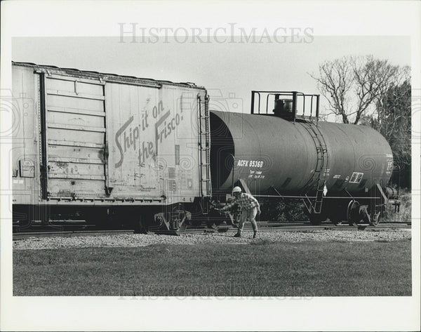 1980 Press Photo Derailed train car and worker - Historic Images
