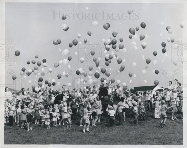 Press Photo Fundraising event in Streamwood, Illinois - Historic Images
