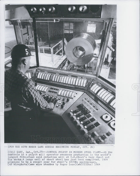 1964 Press Photo Pulpit Mill Operator oversees production in largest mill - Historic Images
