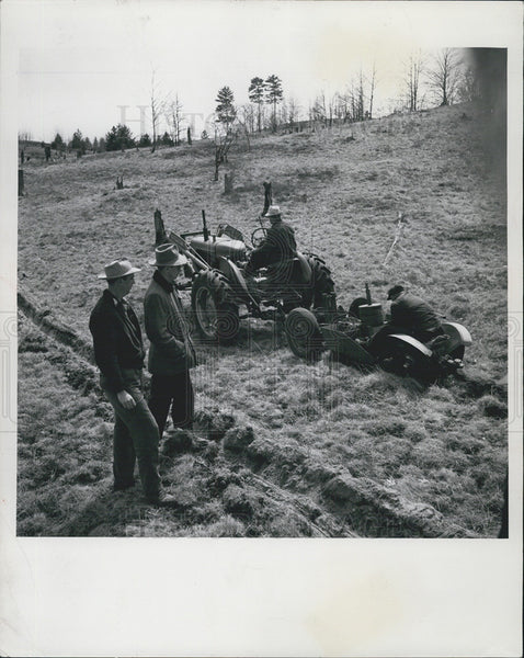 1953 Press Photo Machine Planting - Historic Images