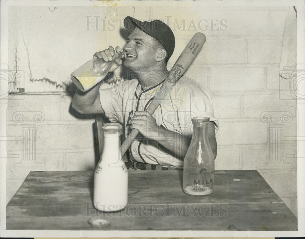 Press Photo Steve Molinari St Louis Browns Minor League Drinking Milk - Historic Images
