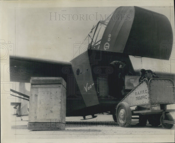 1943 Press Photo Aerial Freight Car Carrying Vaccines for Russia - Historic Images