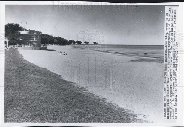 1959 Press Photo Bradford Beach Milwaukee Wisconsin Lake Michigan pollution - Historic Images