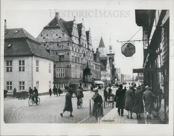 1940 Press Photo Danish city Jutland streets bombed by British Air Raid. - Historic Images