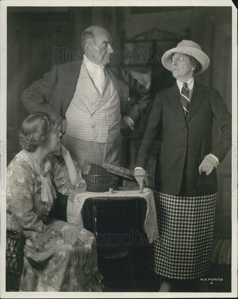 1925 Press Photo Edna Oliver, Burr McIntosh, Helen Strickland - Historic Images