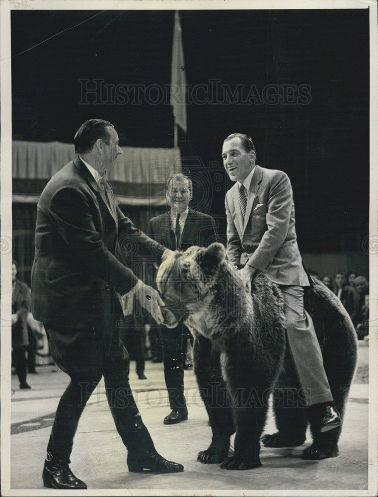 Image of: British Invasion 1964 Press Photo Ed Sullivan And Moscow Circus Performers On His Show Historic Images Historic Images Outlet Ed Sullivan And Moscow Circus Performers On His Show 1964 Vintage