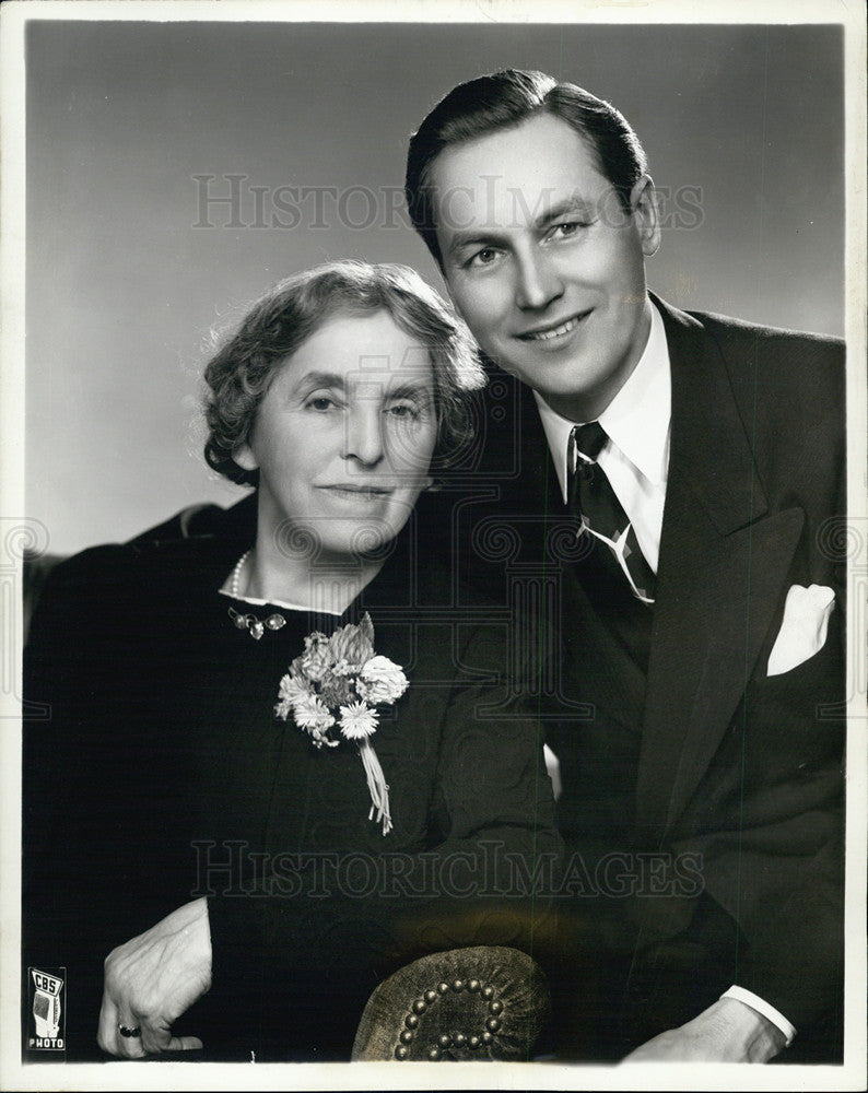 1940 Press Photo Lanny Ross, actor and his mother Mrs. Winifred Ross. - Historic Images