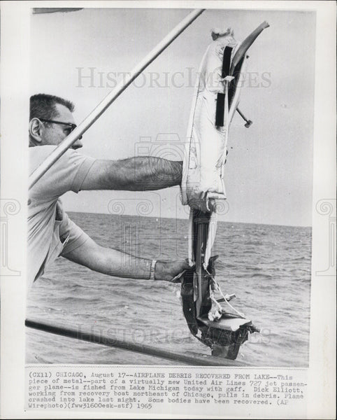 1965 Press Photo Airplane Debris Lake Michigan - Historic Images