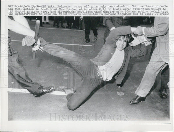 1964 Press Photo Policemen Riot New York City Vietnam Protest - Historic Images