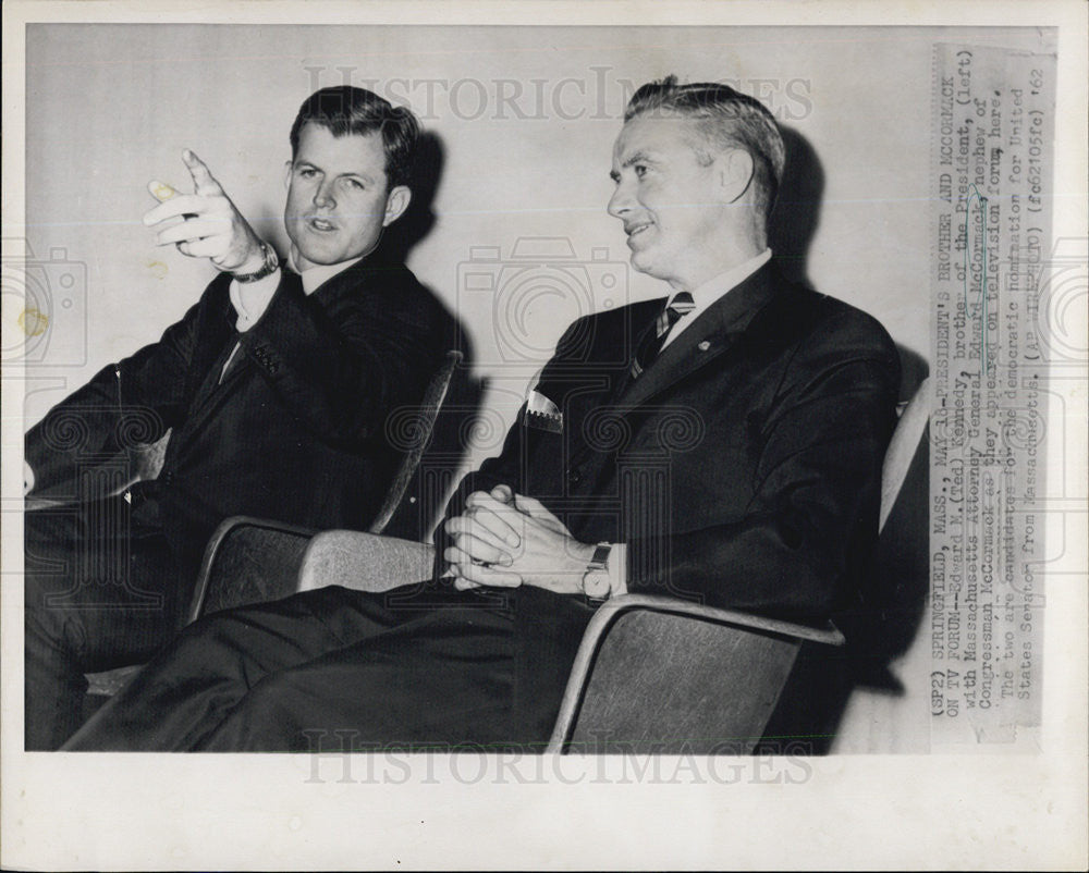 1962 Press Photo   Edward Kennedy talks with AG  Edward McCorsmack     AF - Historic Images
