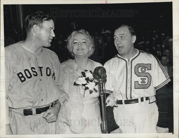 1940 Press Photo Red Sox Manager Joe Cronin, Mary McCormick And  Jimmie Dykes - Historic Images