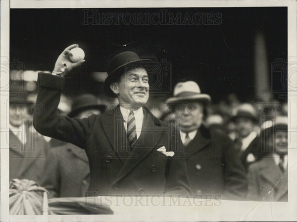 1928 Press Photo New York Mayor James J. Walker Throwing out first ball of seaso - Historic Images