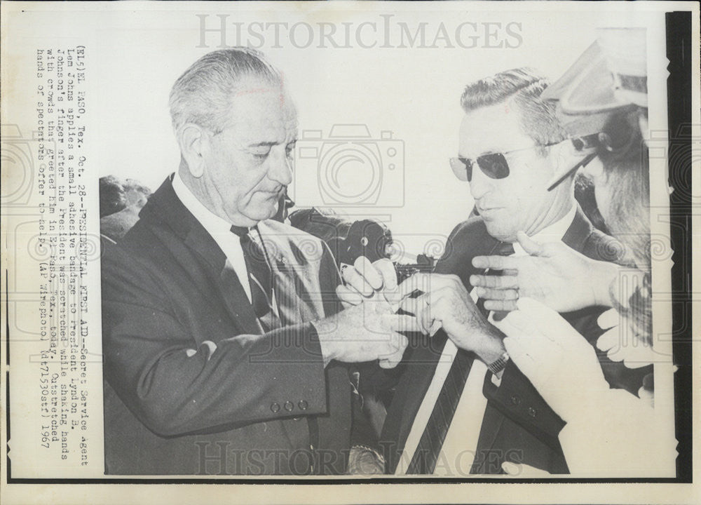 1967 Press Photo President Johnson & Presidential First Aid Agent ...