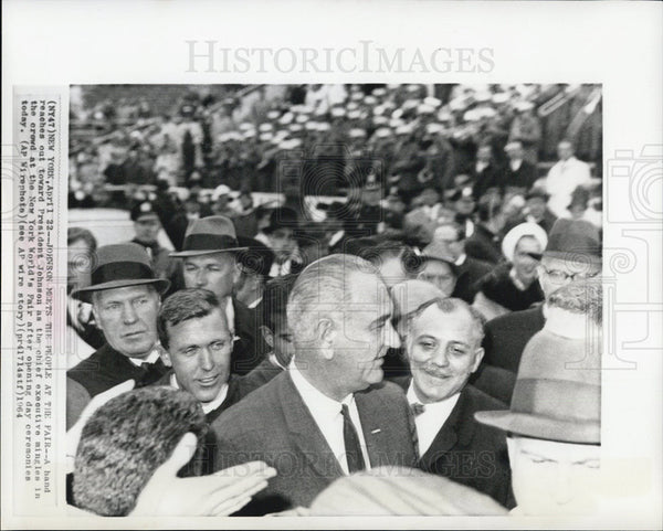 1964 Press Photo LBJ crowded - Historic Images