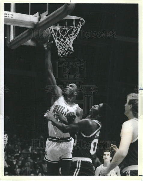 1986 Press Photo Charles Oakley Robert Parish Chicago Bulls Boston Celtics - Historic Images